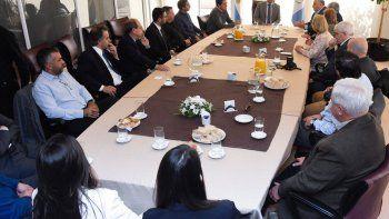 figueroa se reunio con empresarios y supermercadistas