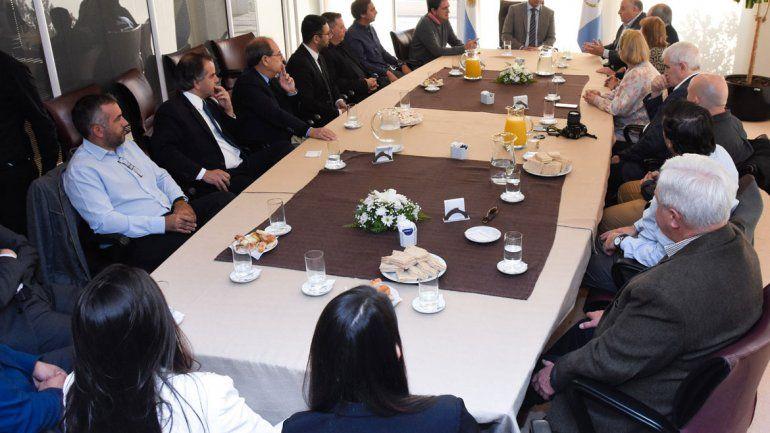 Figueroa se reunió con empresarios y supermercadistas