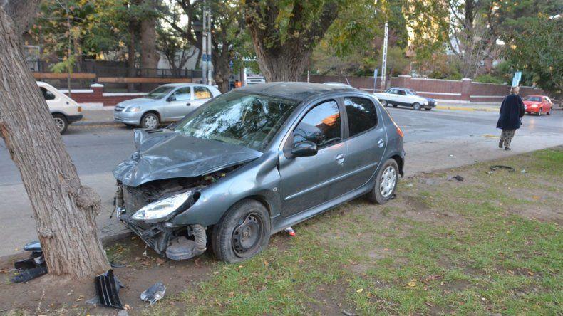 Un conductor le pegó a otro tras un choque en la Avenida