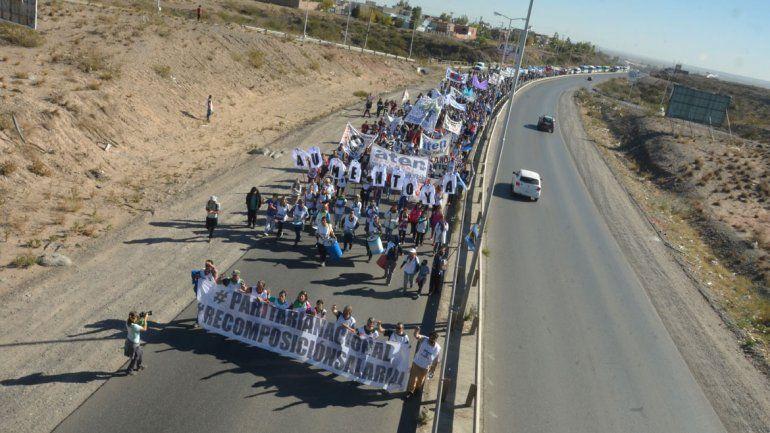 Complicaciones de tránsito en el centro de la ciudad por la marcha de los guardapolvos