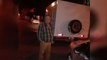 buscan la camioneta que le robaron de la puerta de su casa