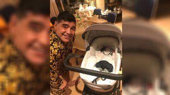 maradona viajo para conocer a su segundo nieto