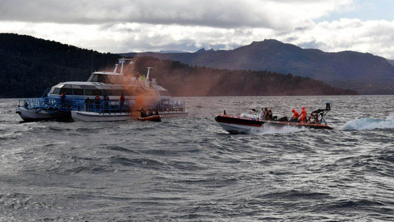 Simularon un choque entre embarcaciones en el Nahuel Huapi