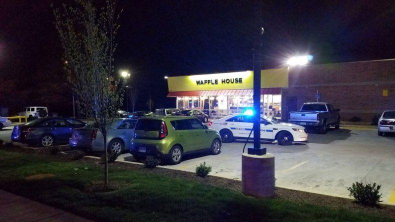 Por el momento se desconocen las causas del ataque en este restaurante que funciona las 24 horas.