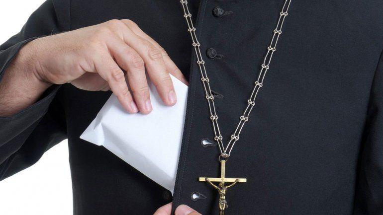Perdona nuestros pecados. El sacerdote aceptó ingresar en un centro para adictos al juego.