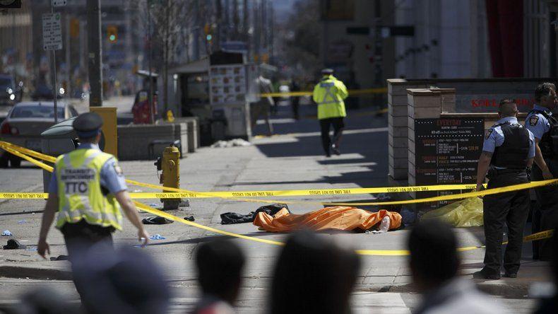 Camioneta se subió a la vereda y atropelló a peatones: hay nueve muertos
