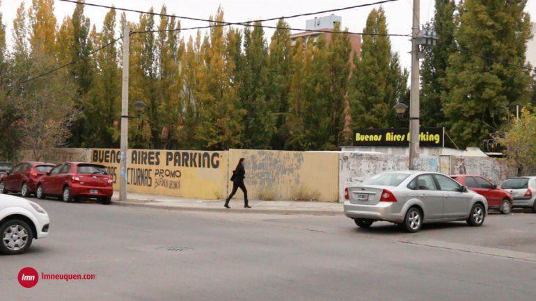 El dueño del estacionamiento que venderán por decreto no quiere irse