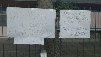 padres tomaron una escuela en apoyo al reclamo docente