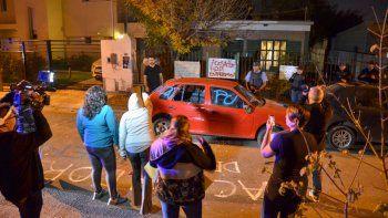 Un grupo de víctimas se autoconvocó en la casa del acosador para reclamar su detención.