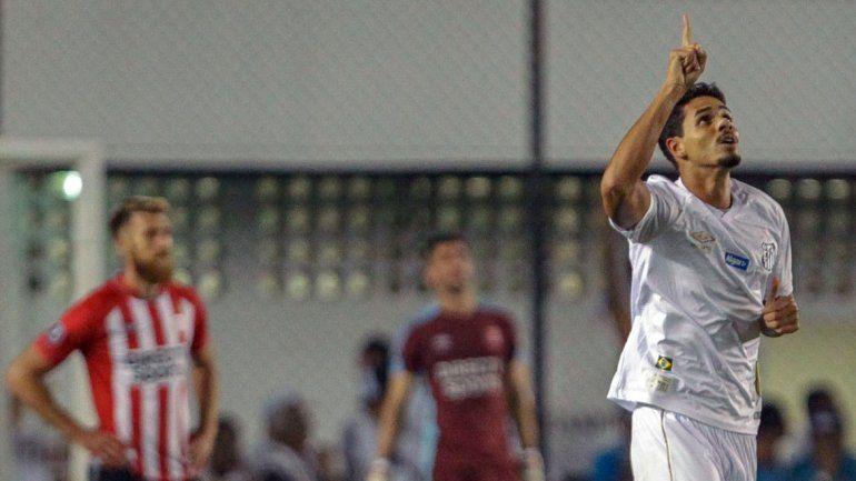 Santos pegó en dos momentos clave y liquidó el partido.