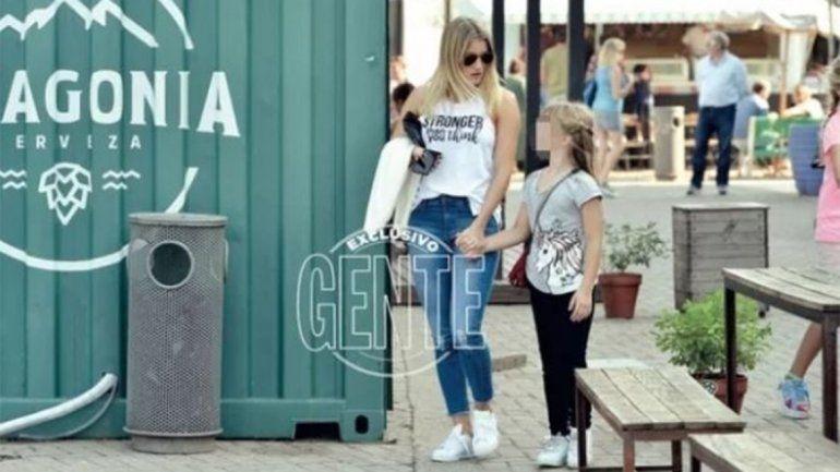 Mica se muestra muy compinche con las hijas de la modelo.