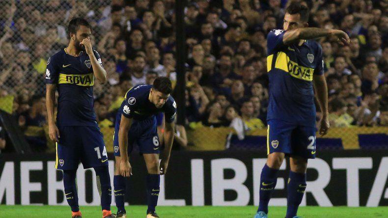 Pérez y Magallán no lo pueden creer. La derrota en casa le complica el panorama.