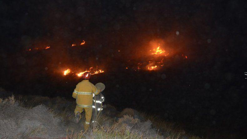 Se les prendió fuego una camioneta a unos cazadores y se quemaron tres hectáreas