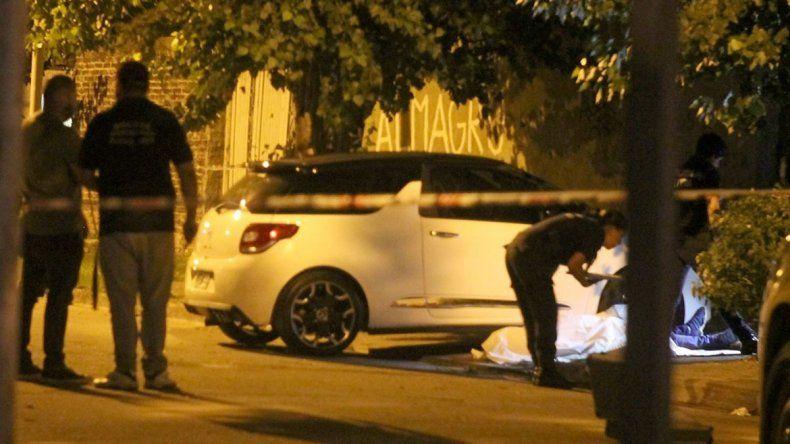 Al carnicero lo asesinaron cuando guardaba su auto