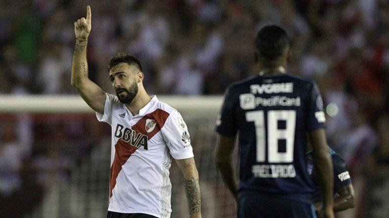El festejo de Pratto por el gol que abrió el partido ante los ecuatorianos.