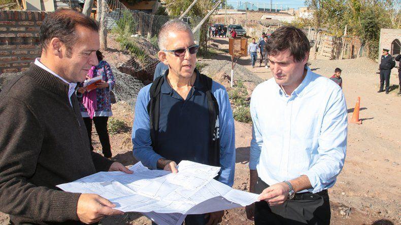 Gutiérrez verificó el avance de la red de agua potable en dos asentamientos