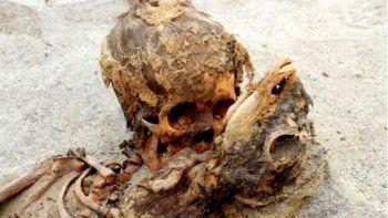 Encontraron esqueletos de niños sacrificados en Perú