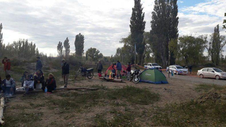 Buscan una salida al reclamo de casas en Valentina Sur