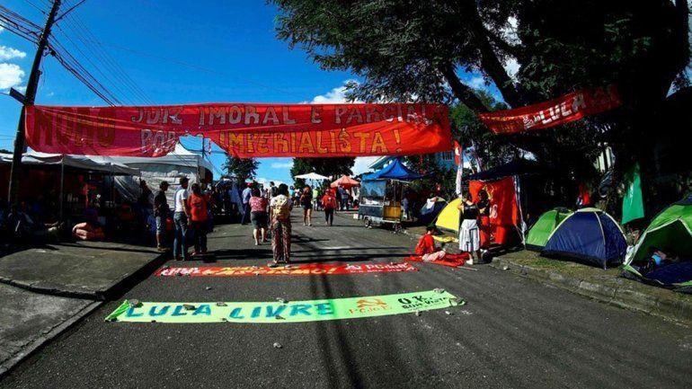 Curitiba: balearon el campamento de apoyo a Lula