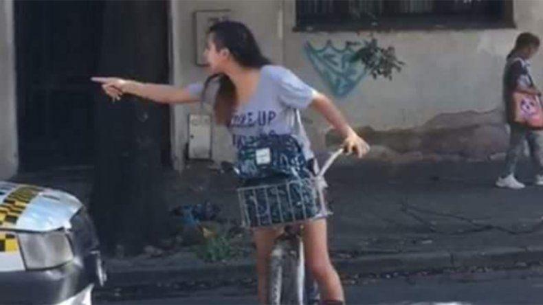 Enfrentó a un taxista que la acosó en plena calle