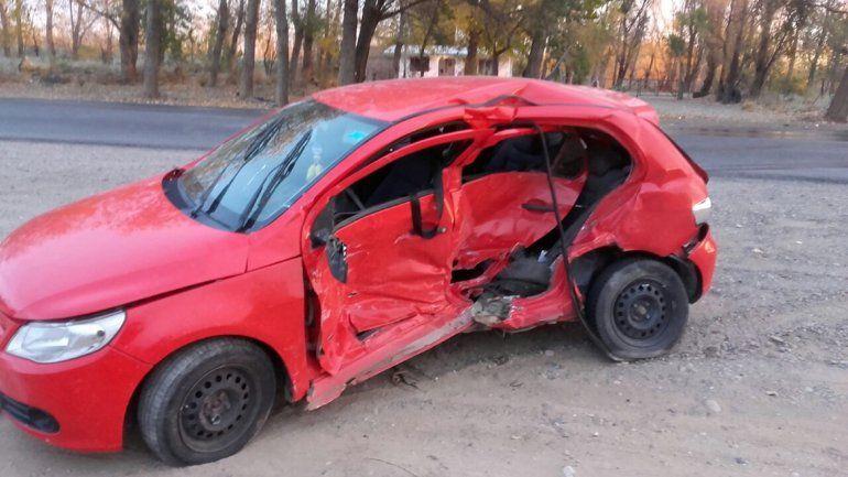 Una mujer está gravemente herida tras chocar contra una camioneta sobre la Ruta 22