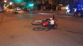 Dos motociclistas se rozaron y terminaron en el hospital