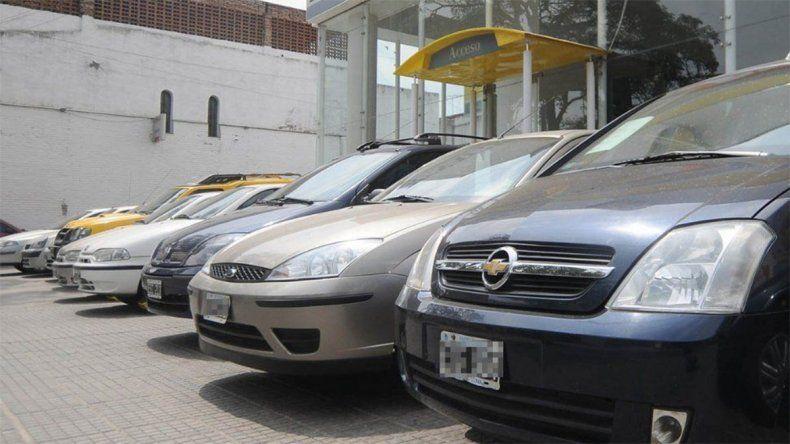 A partir de mañana, las transferencias de autos on-line serán más baratas