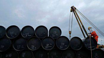 el barril de petroleo supero los u$s 80 tras tres anos