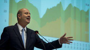 tras otra corrida, renuncio el presidente del banco central