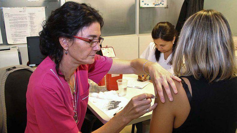 Se viene la gripe y los hospitales ya están preparados para vacunar