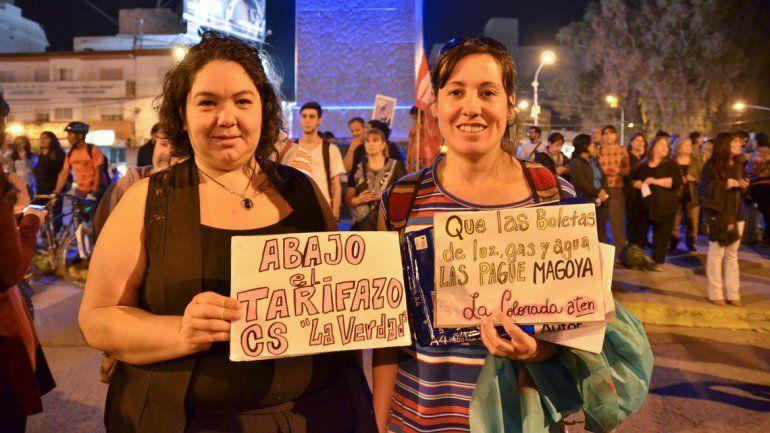 Marchan en el Monumento contra los tarifazos
