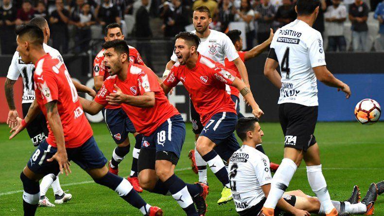 El festejo de Independiente por una victoria importantísima.