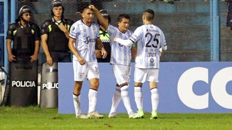 El festejo de Atlético Tucumán por el 1 a 0 al Mirasol.