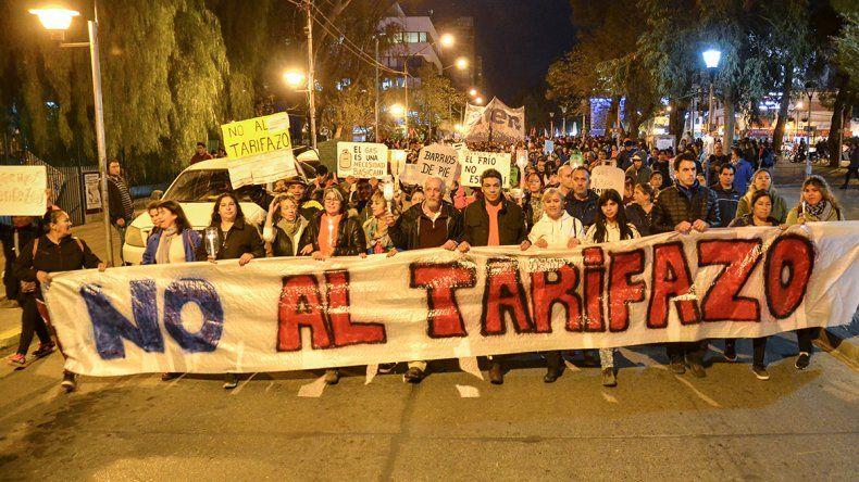 Con velas, se manifestaron contra los tarifazos en Neuquén