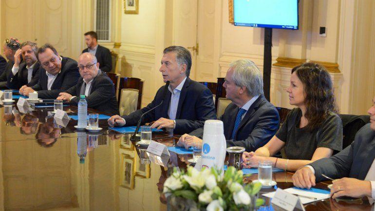El Presidente se reunió con sus ministros en una jornada que estuvo al ritmo de la cotización del dólar.