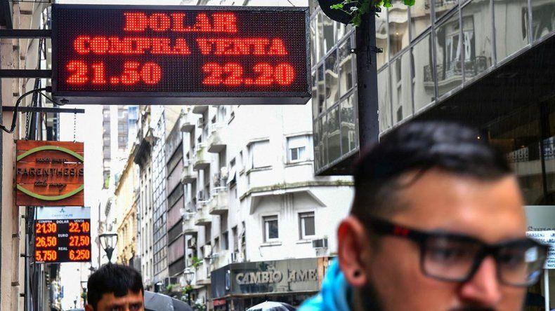 El Banco Central subió las tasas y el dólar frenó su escalada