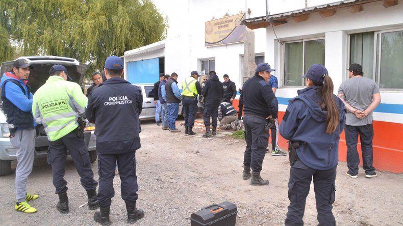Entre gaseosas y cervezas llevaban 8 kilos de droga camuflada en la camioneta