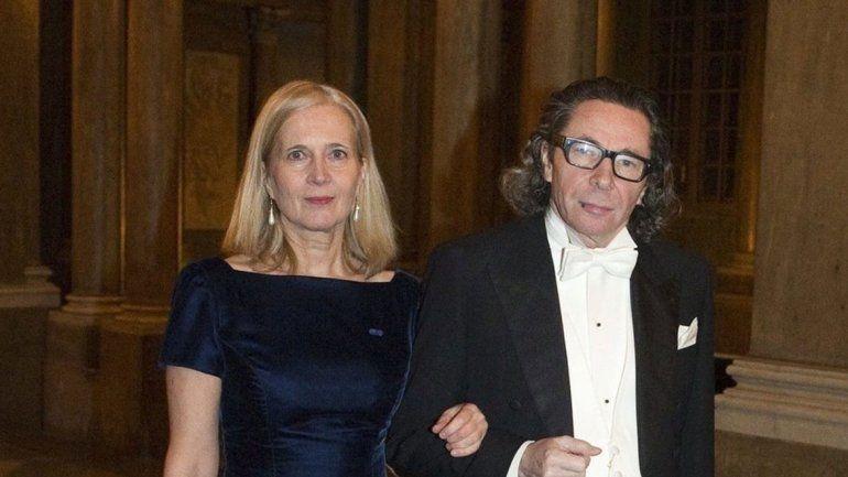 Un académico le tocó la cola a la princesa de Suecia