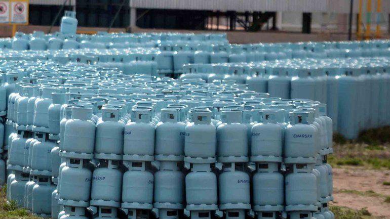 Piden expropiar miles de garrafas abandonadas