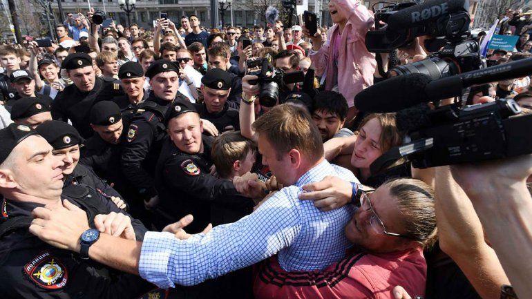 Un opositor a Putin cae preso durante manifestaciones