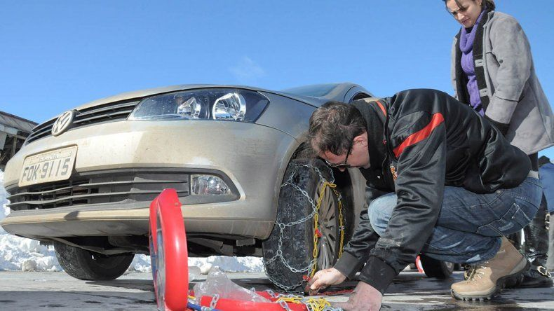 Cómo colocar las cadenas para la nieve en las ruedas