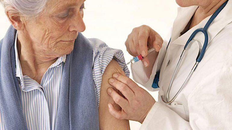 Embarazadas arriesgan a sus hijos por no vacunarse