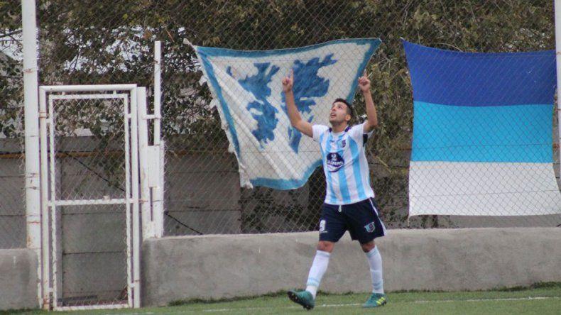Milenati hizo goles de todas las formas en el triunfo 13 a 1 ante el Torito.