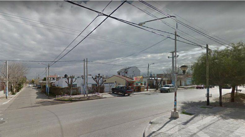 A mano armada, robaron cuatro mil pesos y bebidas de un mercado y escaparon a los tiros