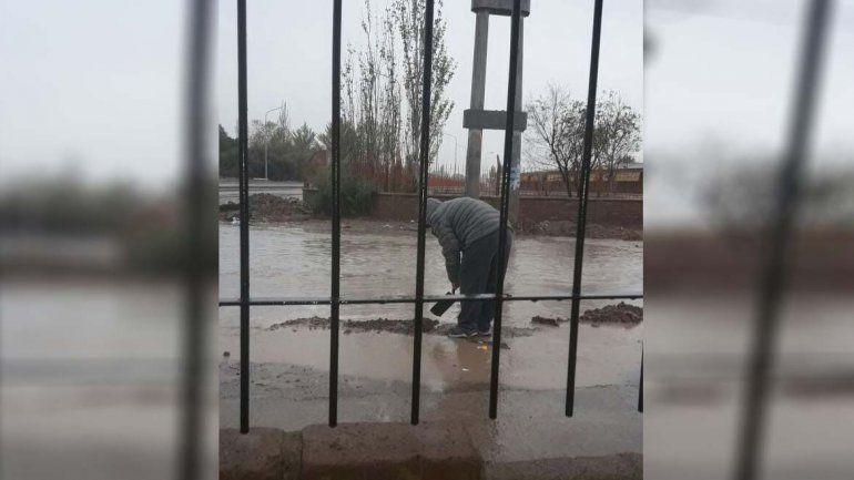 Por las obras del Metrobus, los vecinos de San Lorenzo Norte temen que el agua entre a sus casas