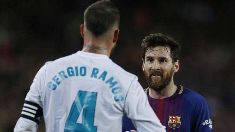 ¿Messi apretó al árbitro durante el entretiempo del clásico español?
