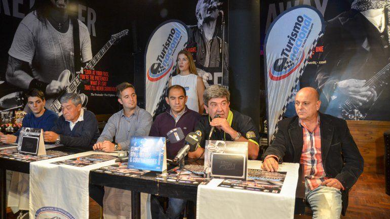 Todas las autoridades en la presentación en el Alto Comahue Shopping.