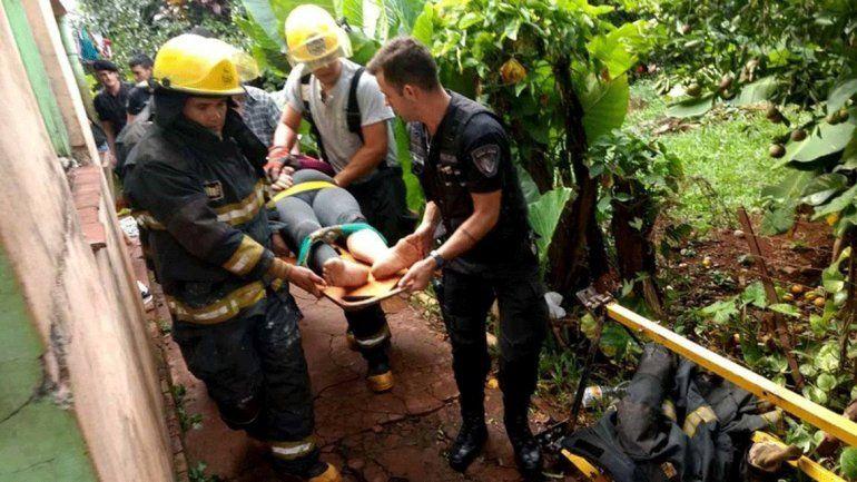 Fabricio López fue el bombero que realizó el arriesgado descenso.