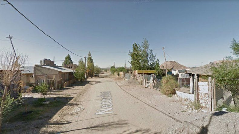 Allanaron una casa del oeste y encontraron un auto robado y marihuana