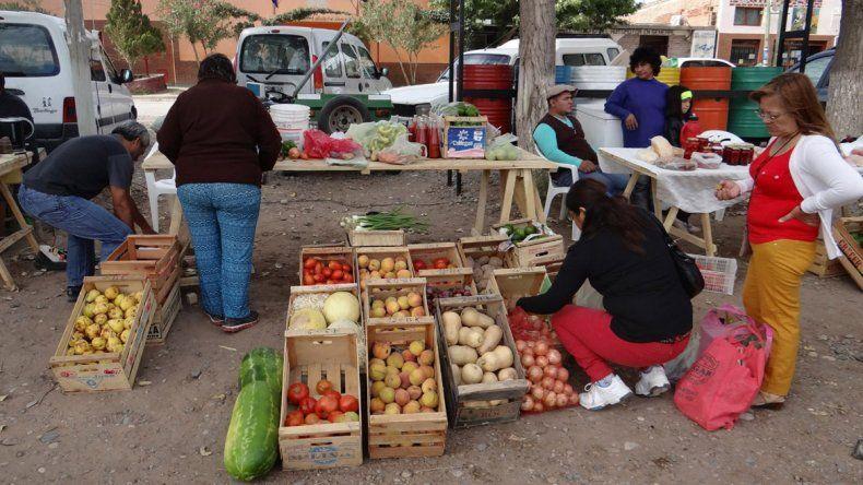 Productores de Senillosa lanzan su segunda gran feria